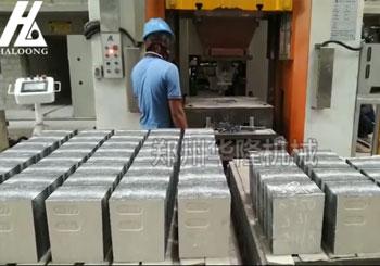 630吨电动螺旋压力机与全自动布料机客户现场